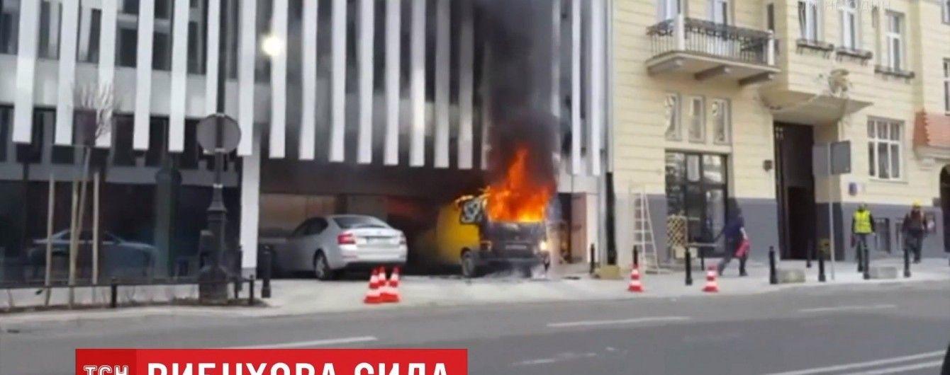 В Варшаве возле МИД Польши взорвался автомобиль
