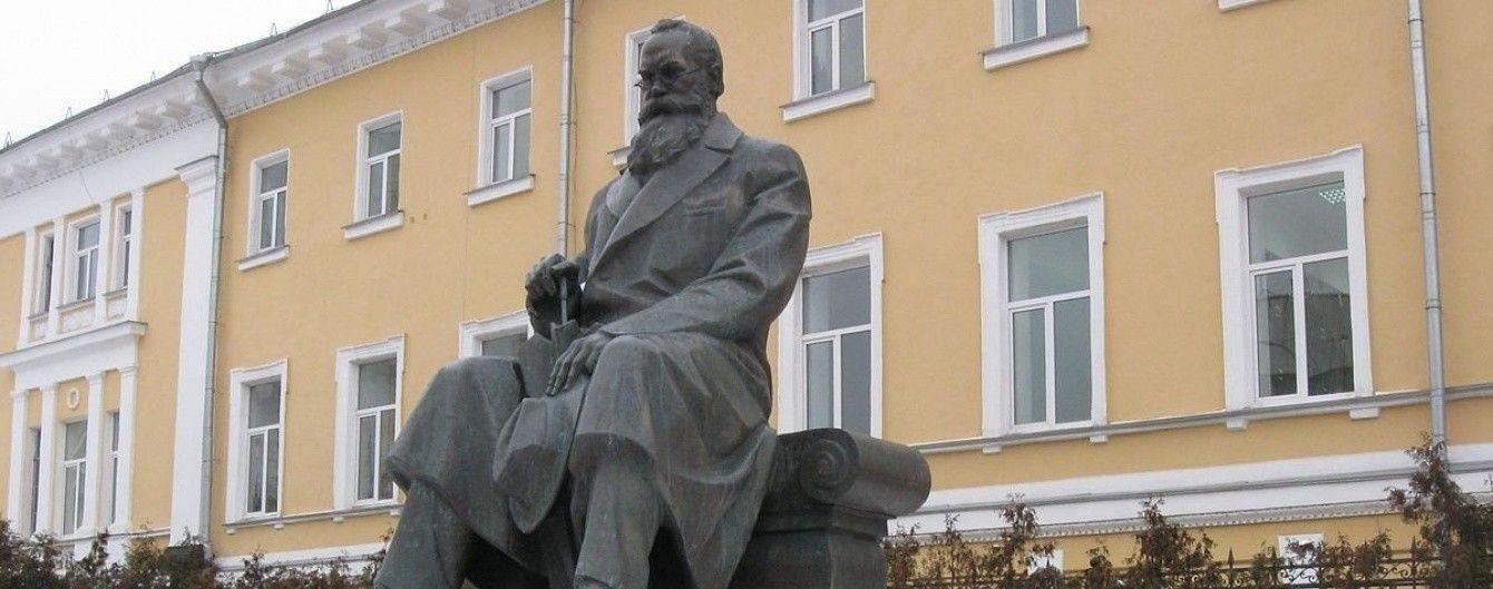 В центре Киева ограбили памятник Грушевскому