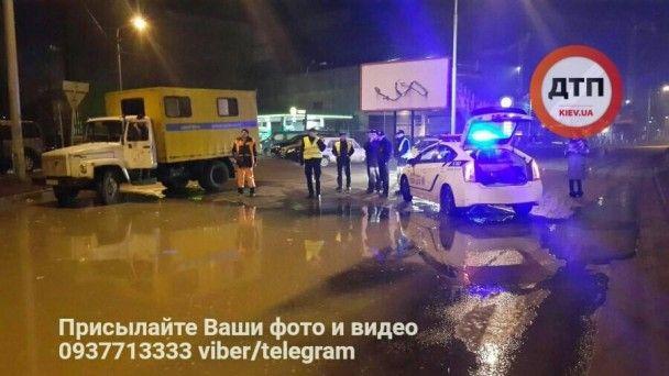 В Киеве ночью произошел масштабный прорыв трубы