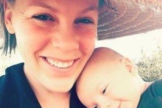 Светится от счастья: певица Пинк показала своего веселого 4-месячного сына Джеймсона