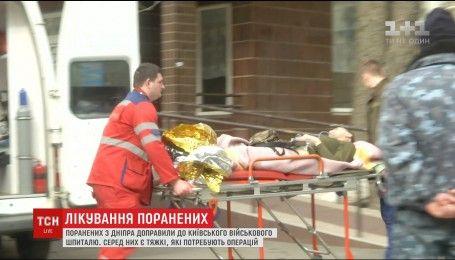 В Киевский госпиталь доставили десятки военных из Днепра