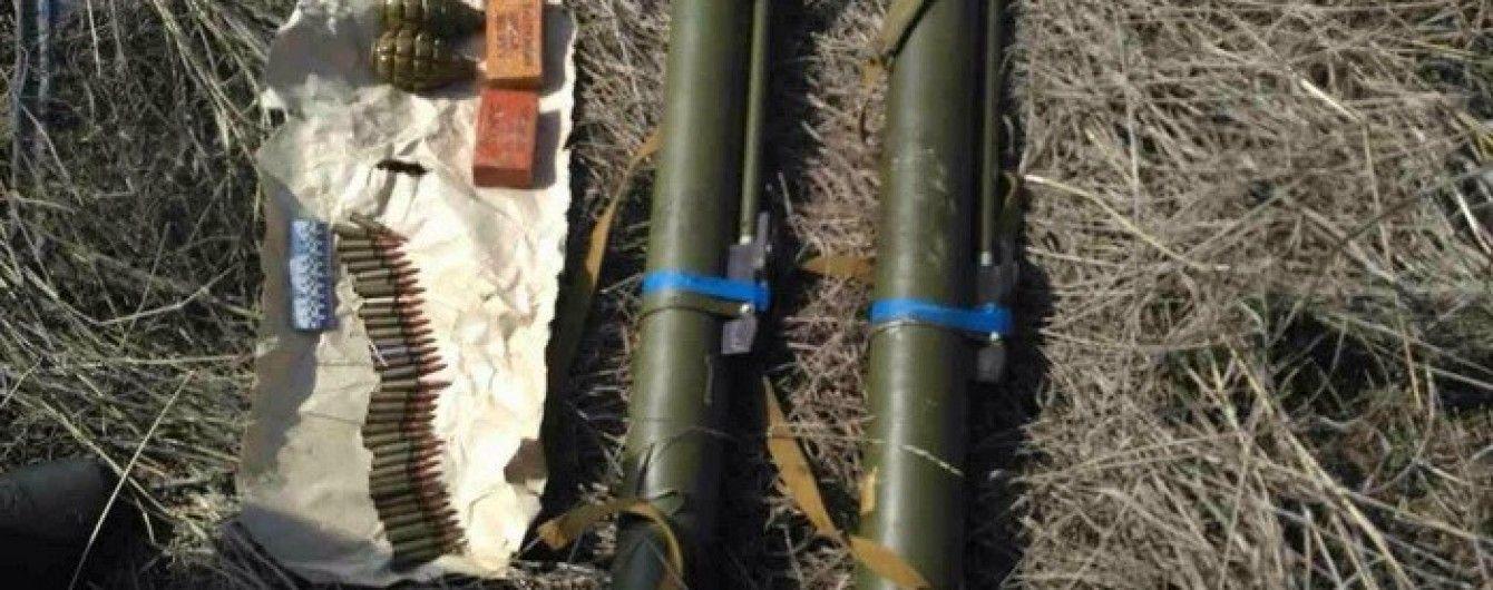 В Запорожье рядом с зоной АТО нашли схрон с гранатометами и взрывчаткой
