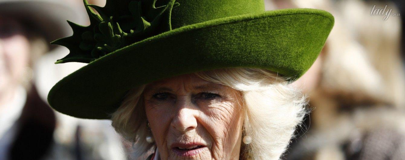 Герцогиня Корнуольская Камилла вышла в свет в забавной шляпе
