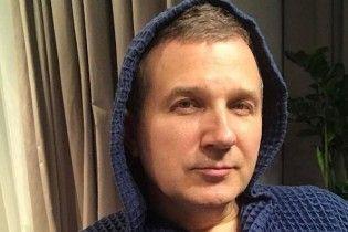 Молодой папа Юрий Горбунов показал, как занимается йогой