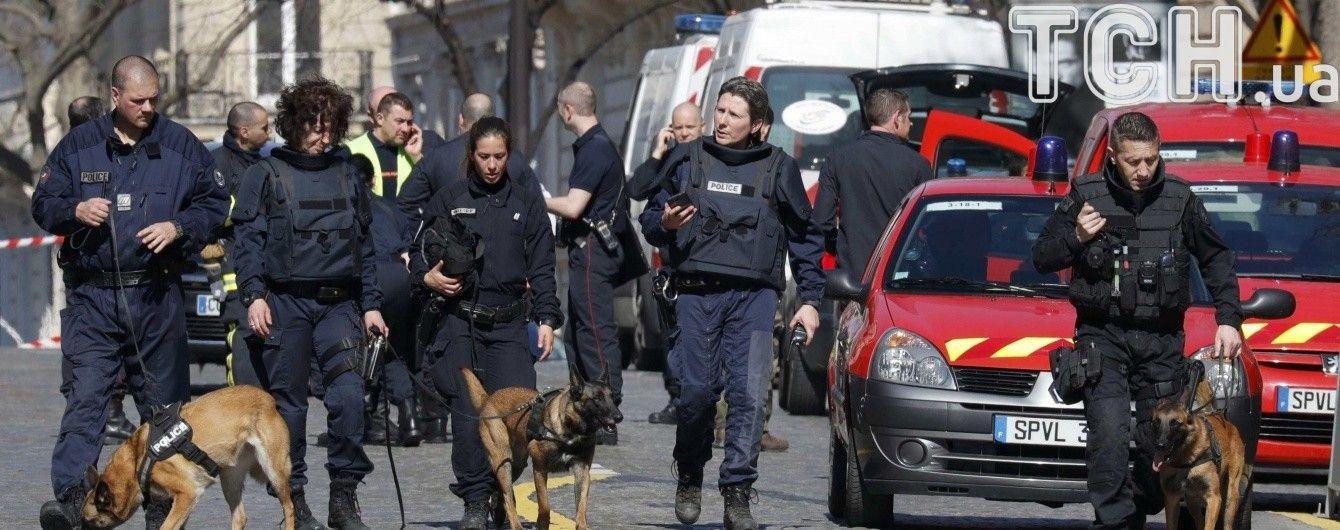 """У Парижі """"замінували"""" прокуратуру, яка веде справи кандидатів на пост президента Франції"""
