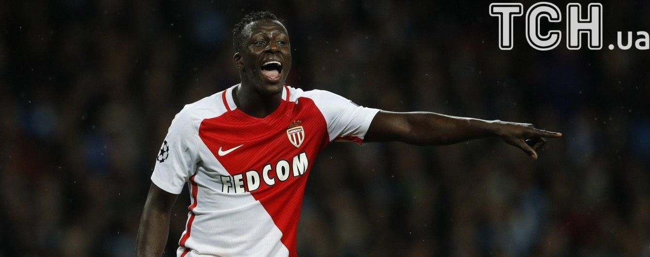 """Екс-гравець збірної Франції програв суперечку захиснику """"Монако"""" і тепер з'їсть щура"""