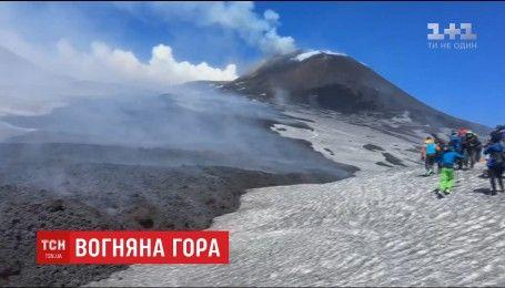 Лава та каміння з найактивнішого вулкану Європи травмувало туристів
