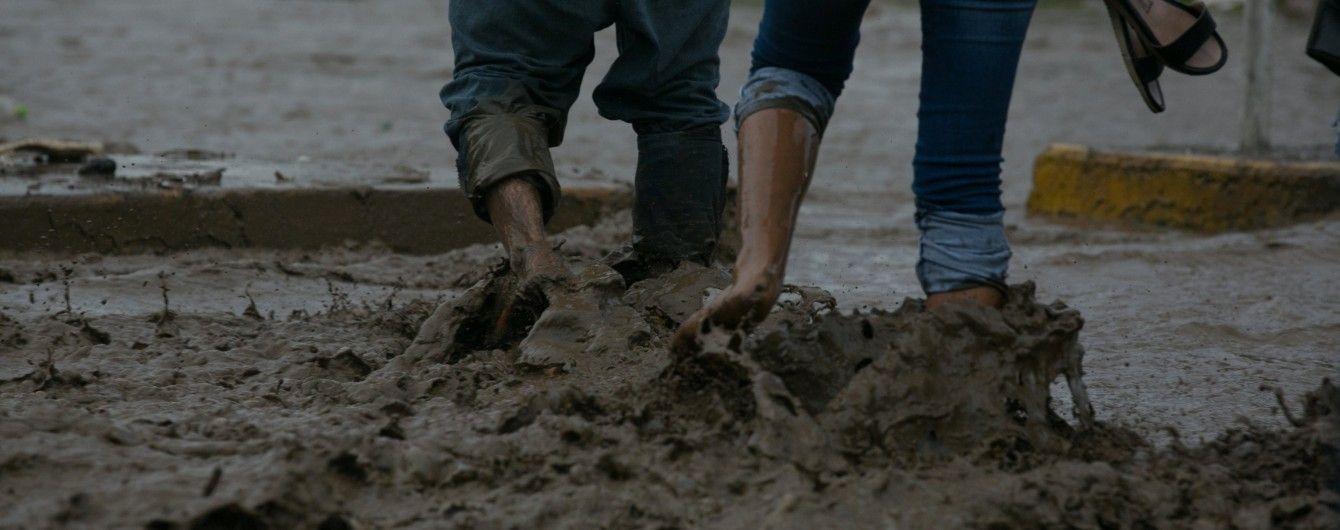 В Перу женщина чудом спаслась от мощного потока земли и грязи