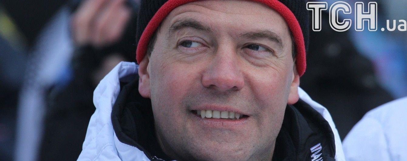 Медведев через месяц отреагировал на скандальный сюжет о своем заоблачном богатстве