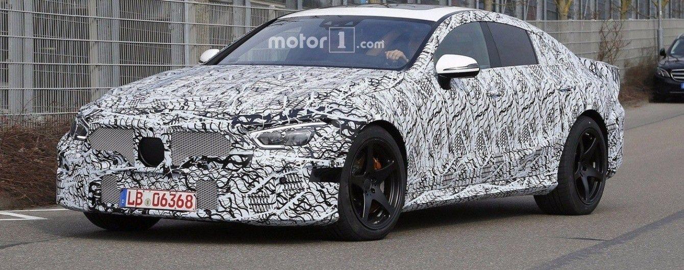 Серийный седан Mercedes-AMG GT выехал на испытания