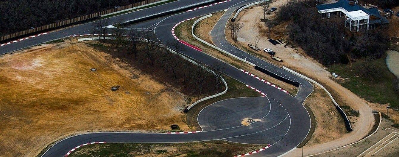 В США Toyota построила поместье с гоночным треком