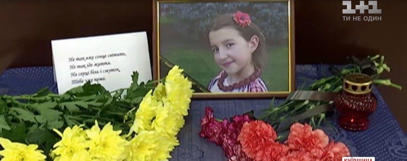 Жестокое убийство 10-летней девочки под Киевом: суд за полгода не смог провести даже одно заседание