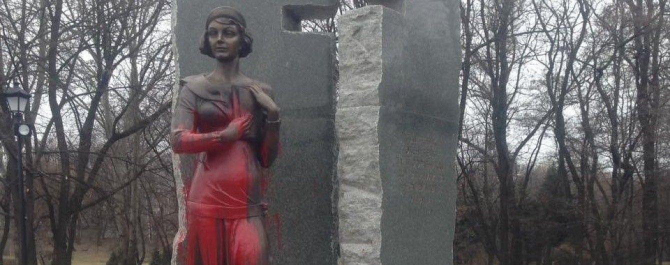 У Києві встановлять відеонагляд за пам'ятником Олені Телізі