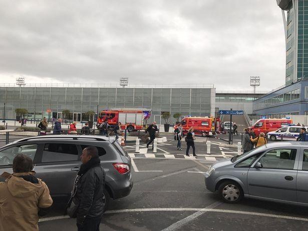Евакуація аеропорта Орлі