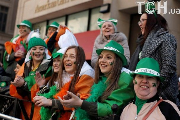 """Сміх, веселощі й """"зелений"""" парад. Як святкували День святого Патрика в США та Ірландії"""