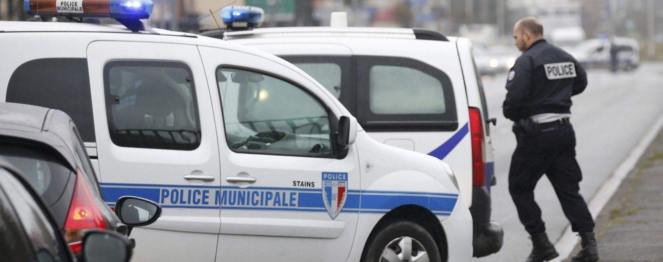 Аэропорт закрыт, рейсы перенаправлены. Появились подробности нападения в парижском аэропорту Орли