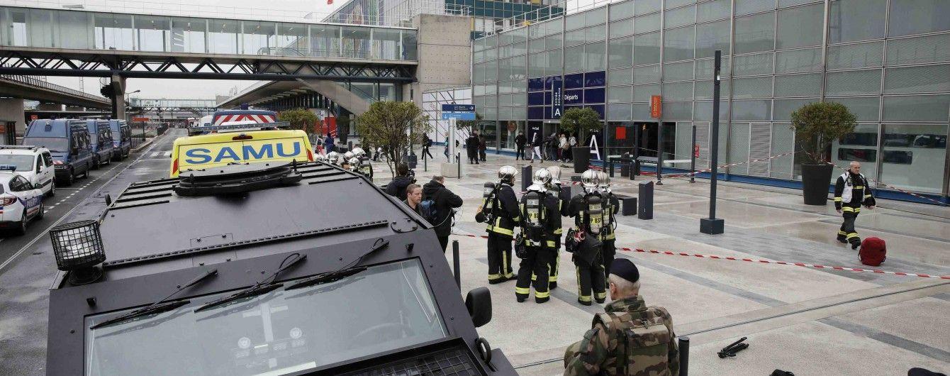 Полиция задержала родных нападавшего на парижский аэропорт Орли