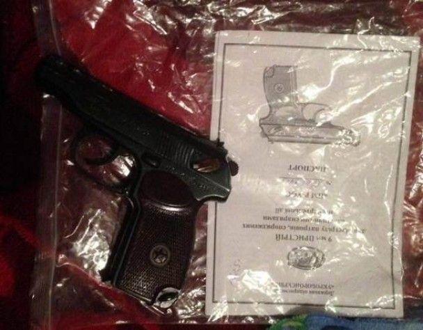 На Киевщине задержали полицейских, которые торговали оружием