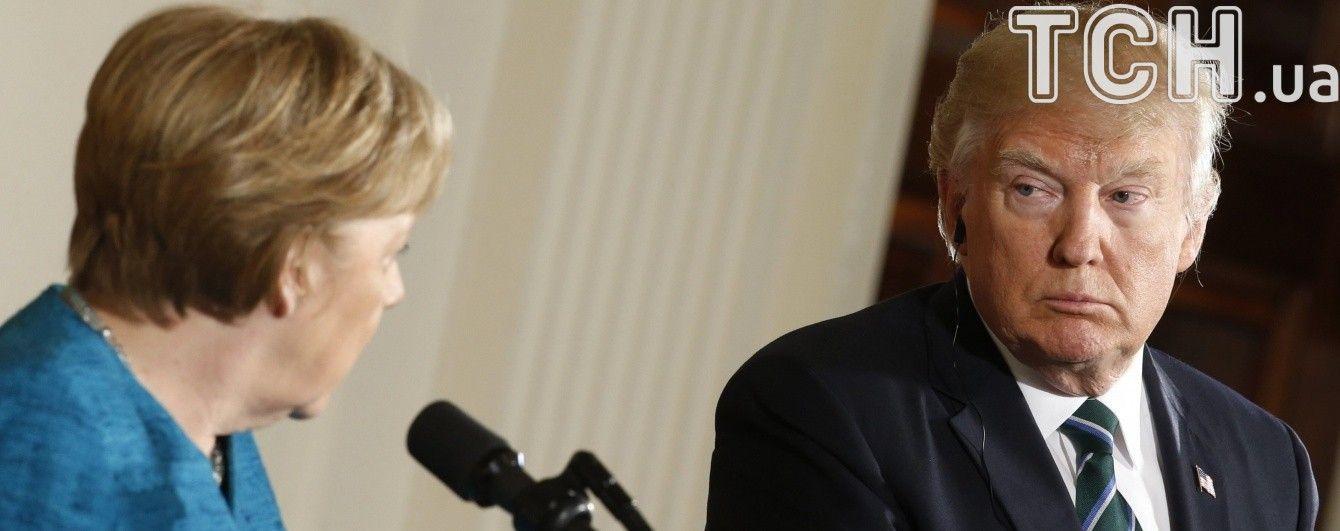 В Белом доме впервые прокомментировали отказ Трампа пожать руку Меркель