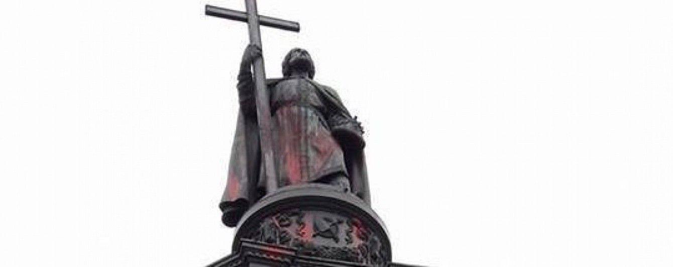 В Киеве осквернили памятник князю Владимиру