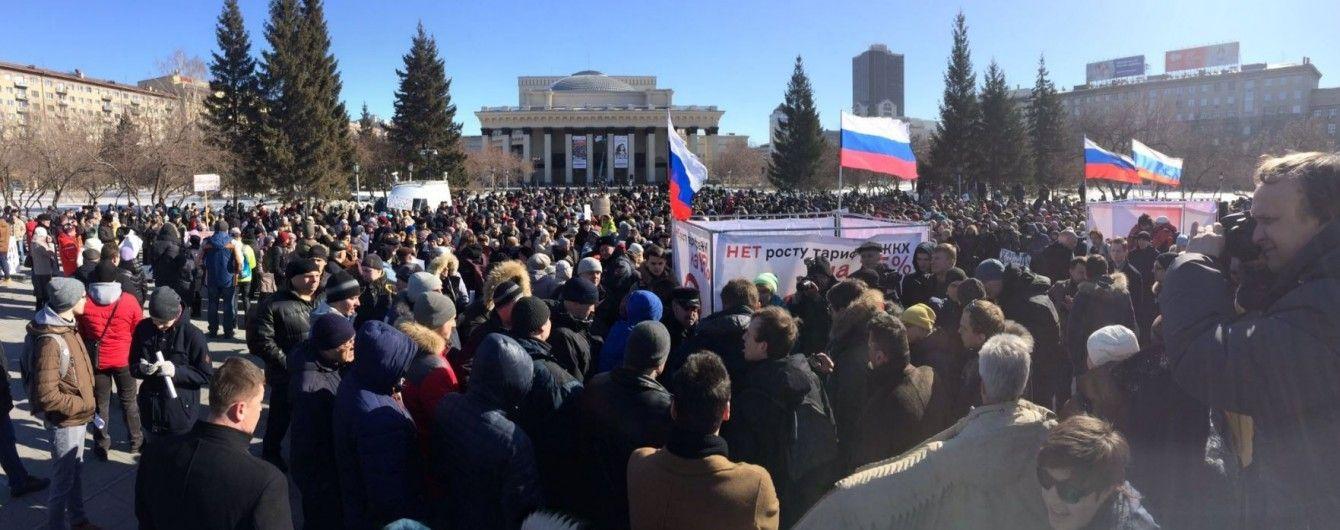 """""""Будем платить только за свои виллы"""". В Новосибирске две тысячи человек митингуют против роста тарифов"""