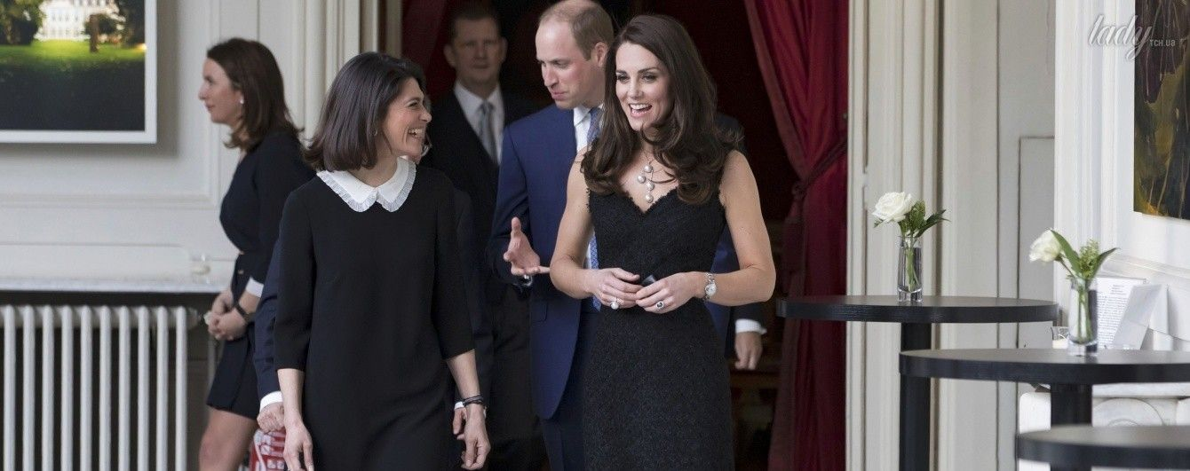 В элегантном платье и с жемчужным гарнитуром: герцогиня Кембриджская на официальном приеме в Париже