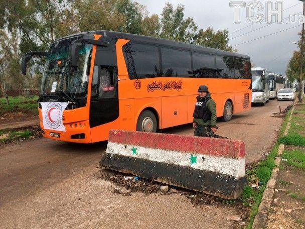 """Масштабная эвакуация в Сирии: тысячи повстанцев с семьями покидают """"столицу революции"""""""
