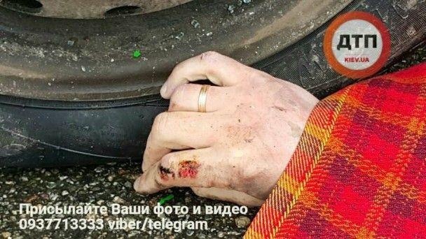 Смертельное ДТП под Киевом: Volkswagen на высокой скорости врезался в фуру
