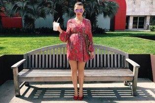 В мини-платье и на каблуках: повседневный образ беременной Анны Седоковой
