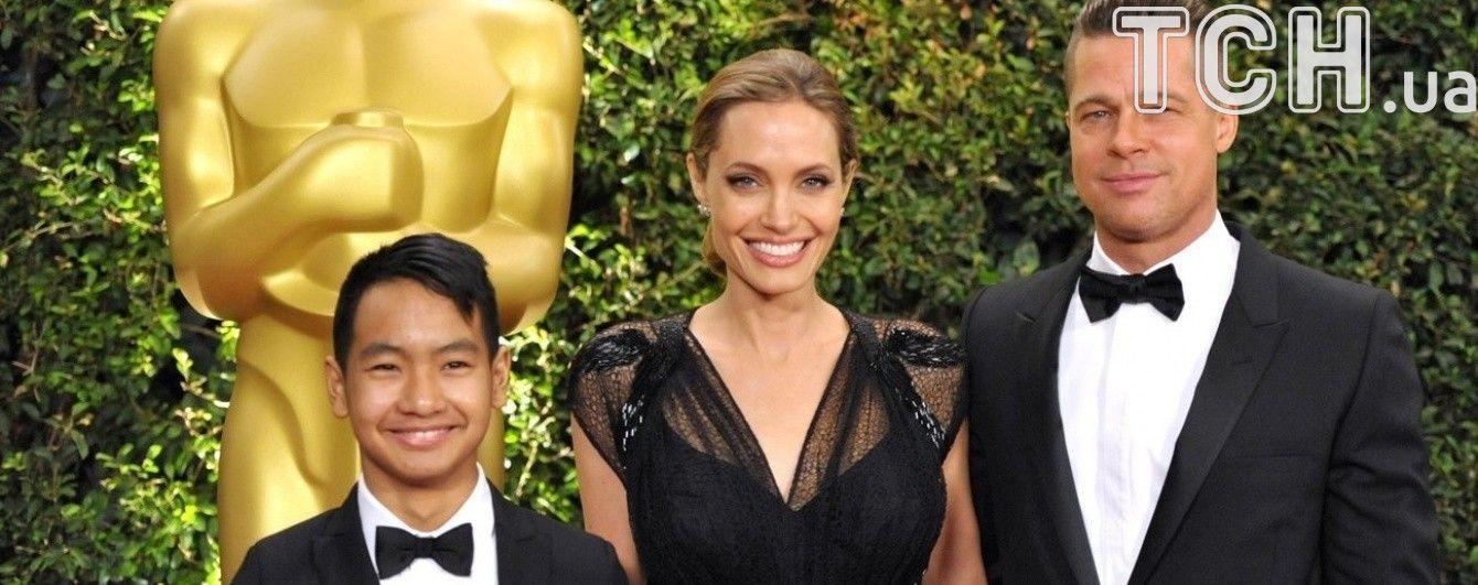 Анджелина Джоли усыновила старшего сына через поддельные документы – СМИ