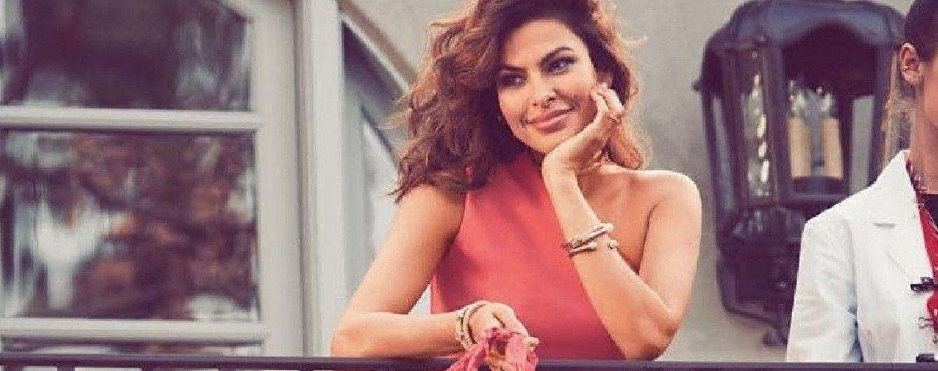 Сексуальная даже после рождения детей: Ева Мендес в рекламной кампании своей именной коллекции одежды