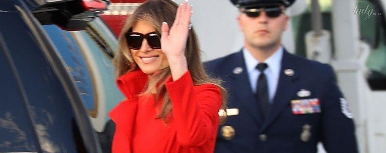 В красном наряде и на шпильках: новый яркий образ Мелании Трамп