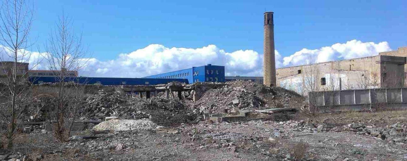 """На території столичного заводу """"Радикал"""" досі зберігаються небезпечні для життя хімічні відходи - активіст"""