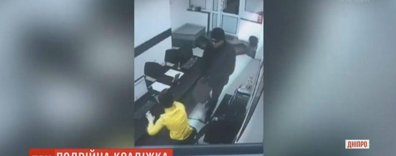 Серийный грабитель за день дважды ограбил пункты выдачи быстрых кредитов в Днепре