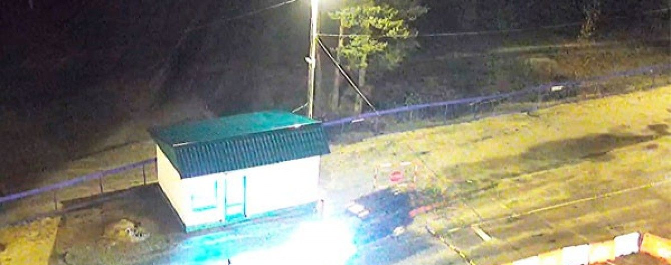 У Мережі з'явилося відео прориву джипу з озброєними людьми через білоруський кордон