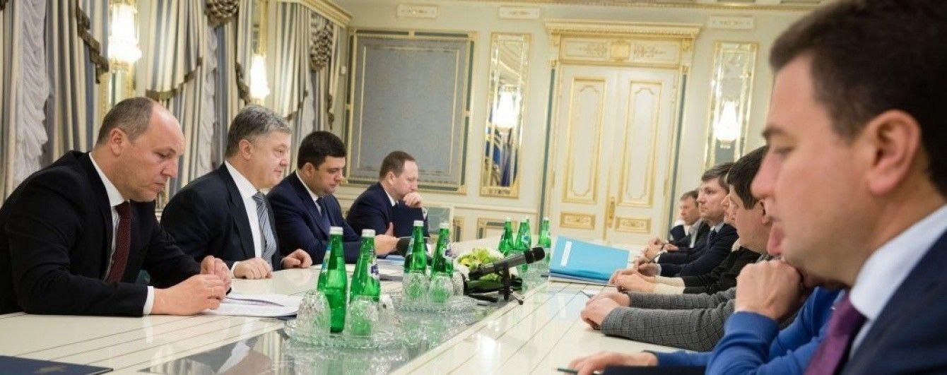 У Порошенка зібралася вся політична верхівка України на переговори за зачиненими дверима