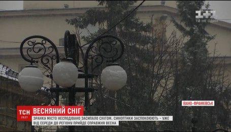 Сніг і плюсова температура: в Івано-Франківськ повернулась зима