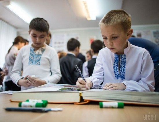 """""""Удар у спину"""": Румунія і Угорщина жорстко розкритикували український закон про освіту"""