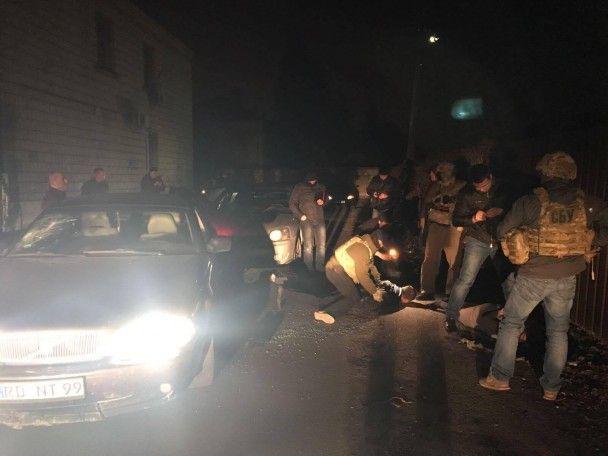 У Києві затримали наркоторговців з кілограмом метадону та зброєю