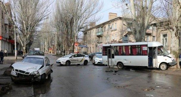 У Слов'янську маршрутка влетіла у дерево: є постраждалі