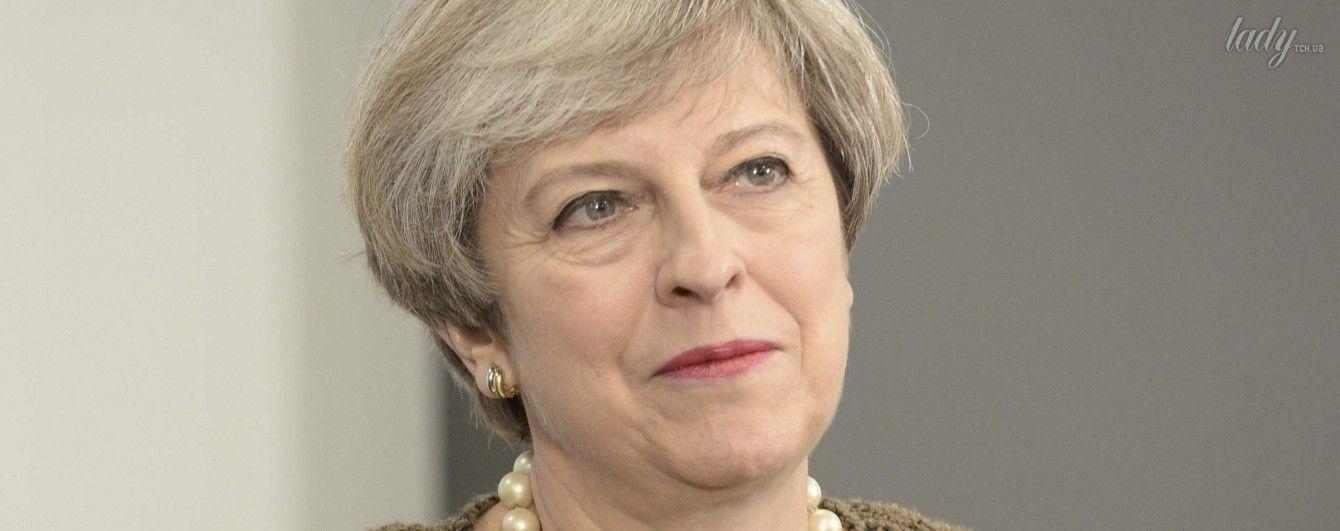В строгом жакете и с розовым маникюром: новый образ Терезы Мэй