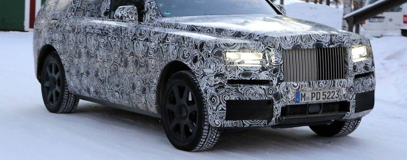 В Сети появилось шпионское видео внедорожника Rolls-Royce Cullinan