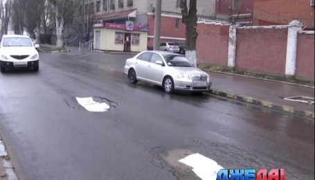 Дорожный креатив, или как ремонтируют дороги в Днепре
