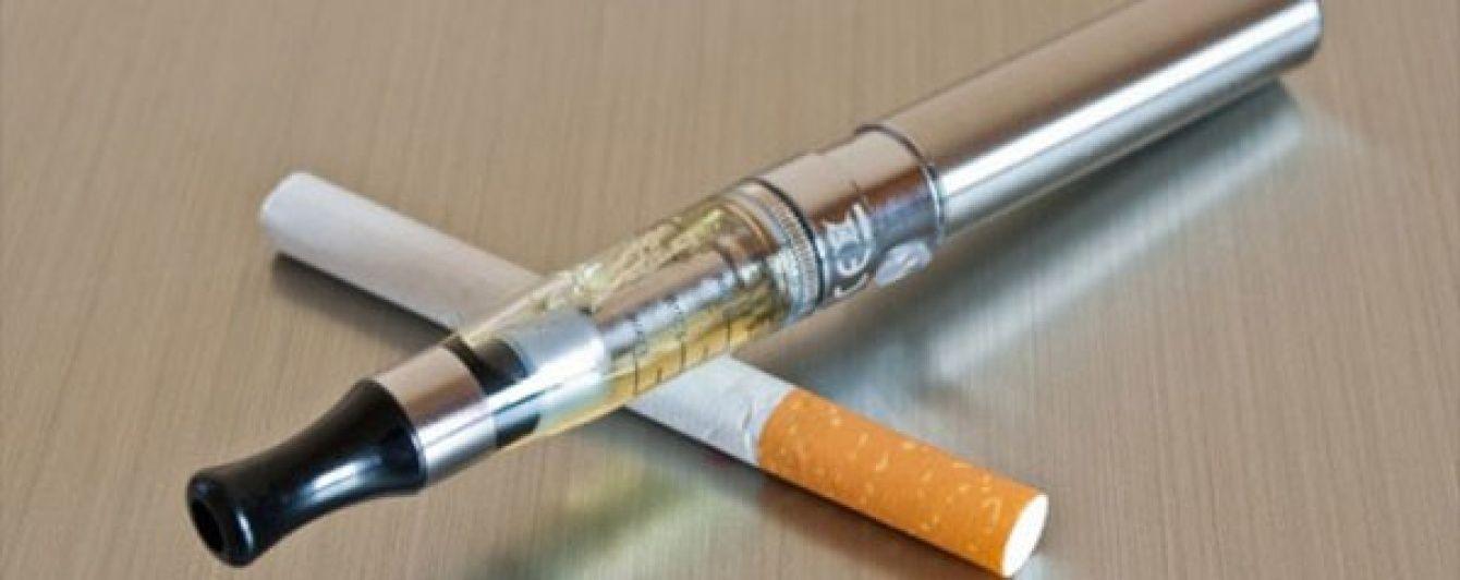 Електронні сигарети можуть стати панацеєю для тих,хто не може кинути.