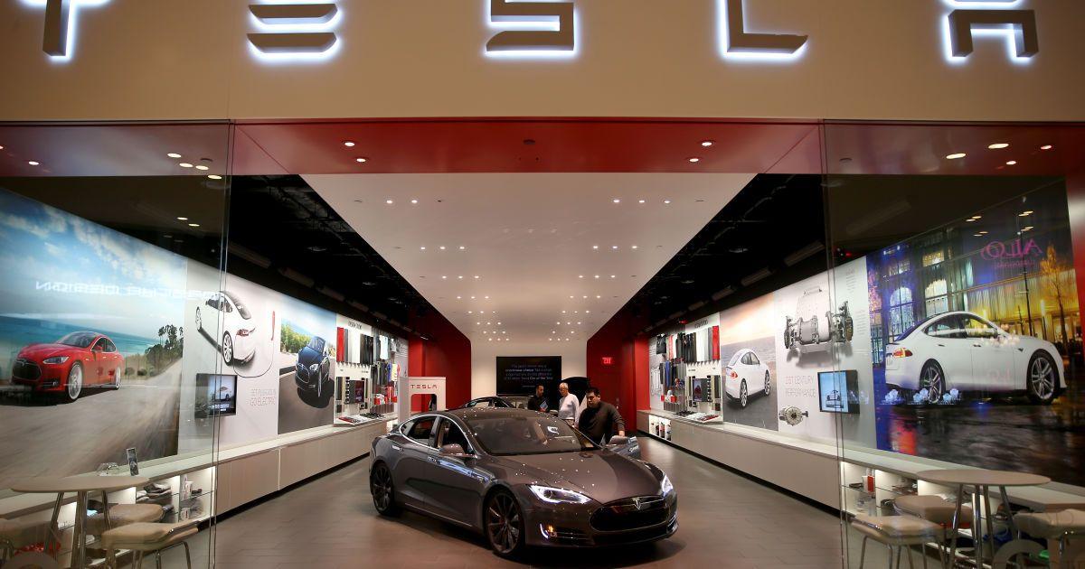 Завод Tesla в Україні: Мінінфраструктури почало переговори щодо випуску електрокарів