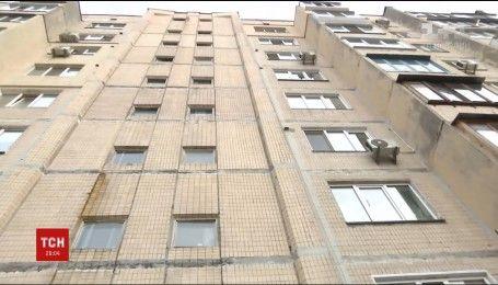 У столиці жінка викинула свого чоловіка з вікна восьмого поверху
