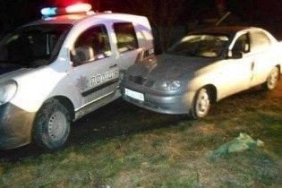 П'яні перегони на Львівщині: водій протаранив поліцейське авто та протягнув патрульного 15 метрів