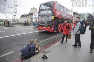 Опубліковані перші фото з місця кривавого інциденту біля парламенту в Лондоні