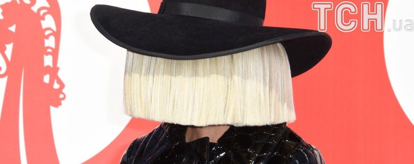 Співачка Sia показала фанам свої оголені сідниці