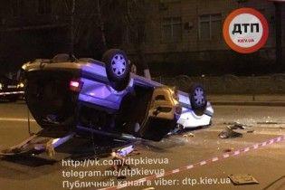 У Києві на Дорогожичах швидка протаранила таксі з пасажирами: легковик перекинувся на дах - ЗМІ
